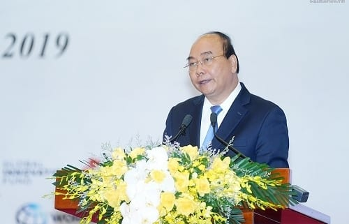 PM Nguyen Xuan Phuc State, private sectors must give priority to investment in science, technology